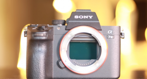 Difference between DSLR and a Mirrorless Camera.   Tech-e
