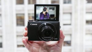 Best 10 Camera For Vlogging In 2021 - Street Photography Color