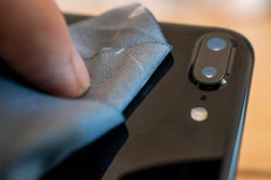 How to Clean a Phone Camera Lens - 100% Squeaky Clean - Photos With Phones