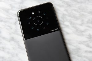 Light reportedly has phones with 'between 5 and 9 lenses' due out later  this year: Digital Photography Review