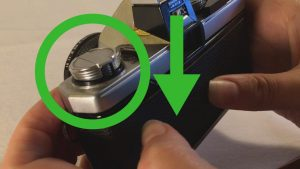 How to Load 35Mm Film Into a Manual Camera (with Pictures)