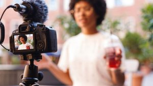 5 Best Vlogging Cameras And Tools For 2021 – Vlogging Kit - Peek At This
