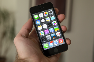 """iPhone 5s Owners Gobbling """"Unprecedented"""" Levels Of Data, Study Finds 