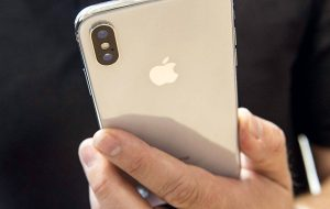 Some iPhone X owners are experiencing camera lens cracks they can't explain